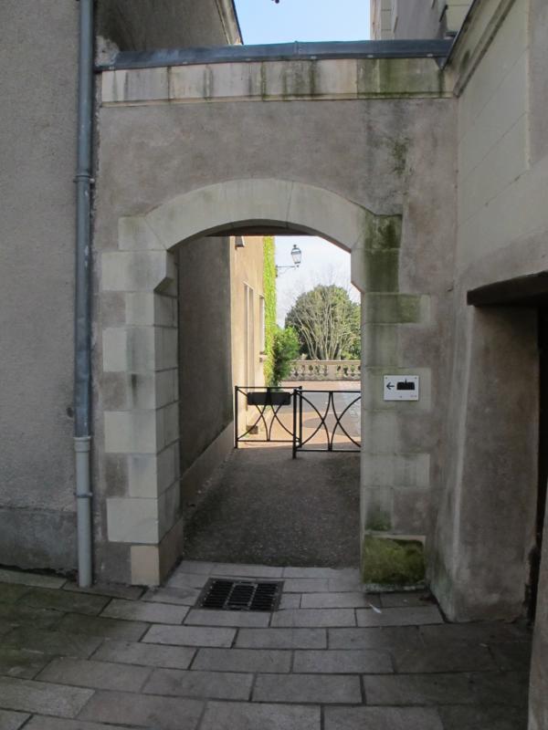 Passage vers les jardins